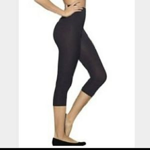Assets by Spanx Contour Shaping Capris